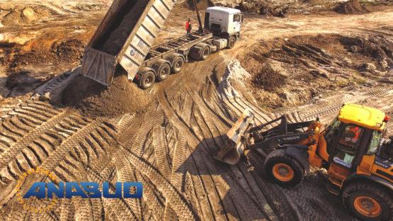 Podczas budowy Galerii Handlowej w Chodzieży wykonane zostały roboty ziemne, grunty słabonośne zostały wzmocnione poprzez wykonanie nasypow z piasków