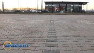 montaż-krawężników-parkingi-drogi-obrzeży-betonowych-wykonanie-nawierzchni-z-kostki-betonowej-anabud